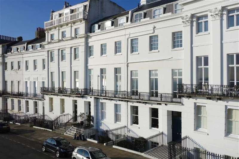 2 Bedrooms Flat for sale in Lewes Crescent, Brighton