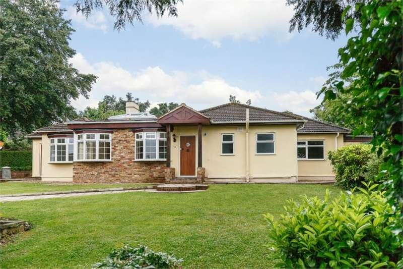 3 Bedrooms Detached Bungalow for sale in Belfry Avenue, Harefield, Middlesex
