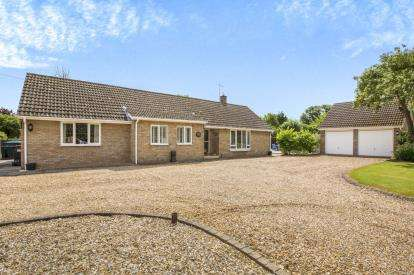 3 Bedrooms Bungalow for sale in Stow Road, Spaldwick, Huntingdon, Cambridgeshire