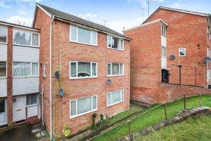 2 Bedrooms Maisonette Flat for sale in Brendon Avenue, Luton, Bedfordshire, Vauxhall Park