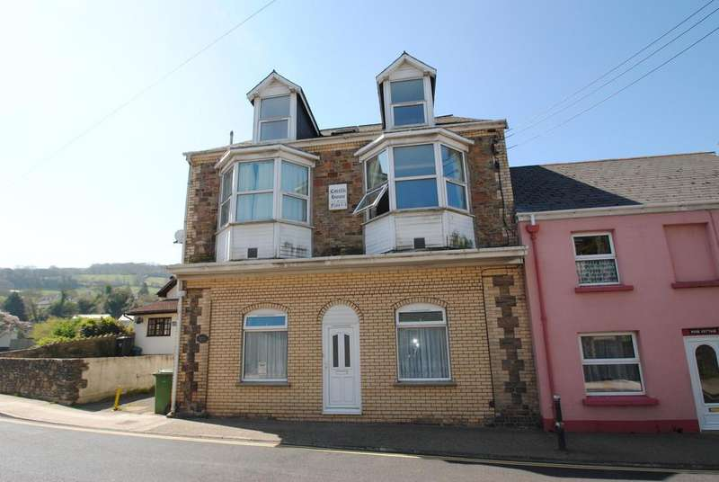3 Bedrooms Flat for sale in High Street, Combe Martin