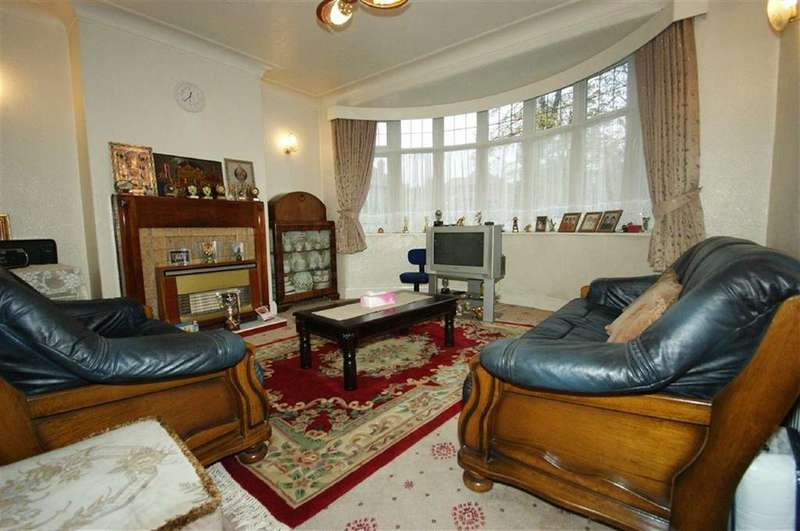 3 Bedrooms Semi Detached House for sale in St Martins Road, LS7