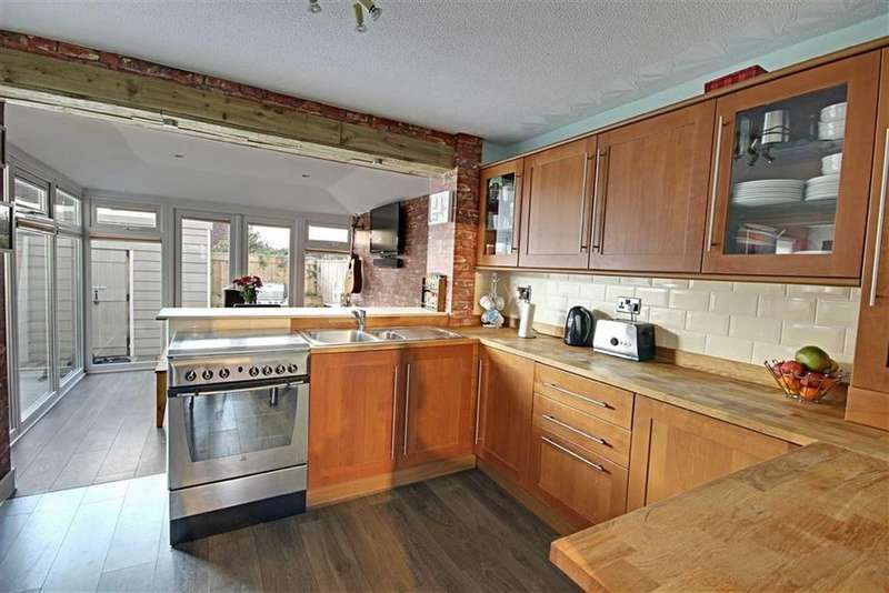 3 Bedrooms Terraced House for sale in Gosforth Avenue, South Shields, Tyne And Wear