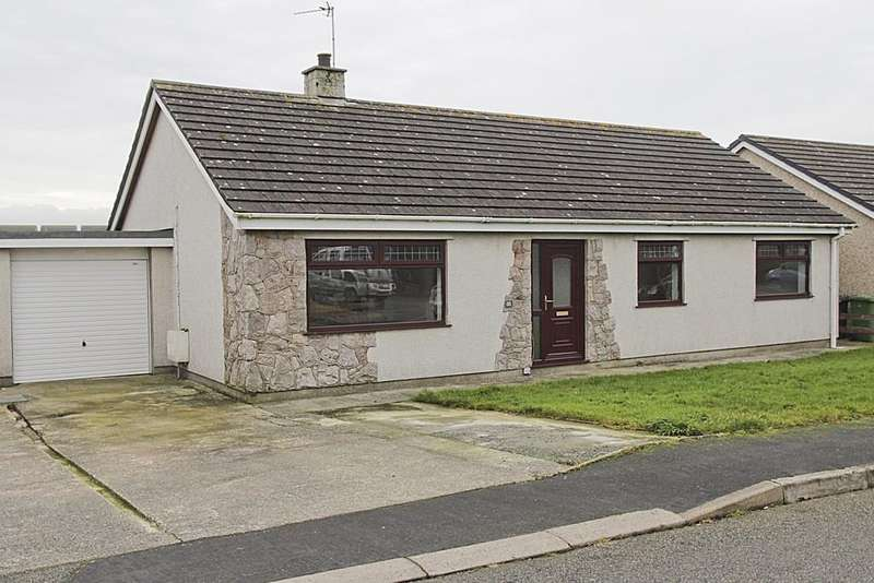 3 Bedrooms Link Detached House for sale in Garreglwyd Park, Holyhead, North Wales