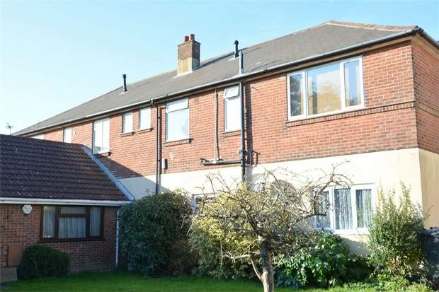 2 Bedrooms Flat for sale in Boscombe Grove Road, Bournemouth, Dorset