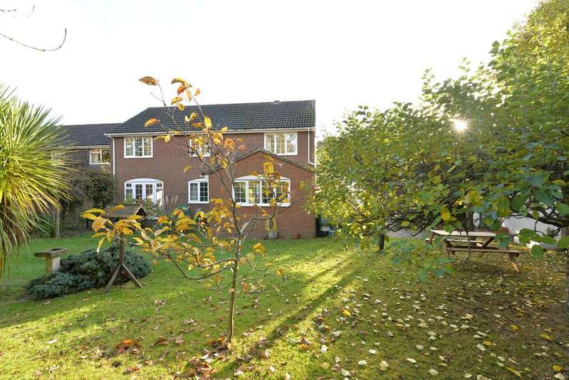 4 Bedrooms Detached House for sale in Whitley Way, New Milton
