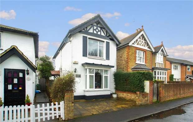 3 Bedrooms Semi Detached House for sale in Faulkners Road, Hersham, WALTON-ON-THAMES, Surrey