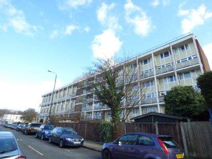 3 Bedrooms Maisonette Flat for sale in White Horse Road, London, England