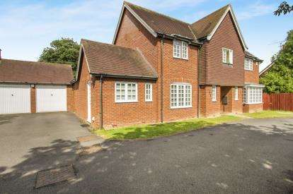4 Bedrooms Detached House for sale in Dogwood Court, Oadby, Leicester, Leicestershire