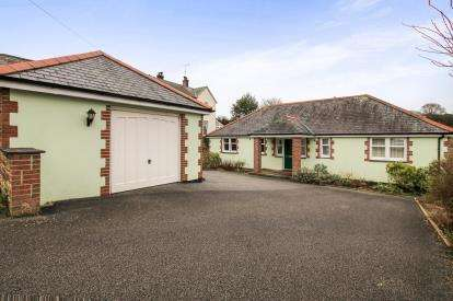 3 Bedrooms Bungalow for sale in Lostwithiel, Cornwall, England