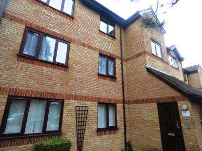 1 Bedroom Flat for sale in Courtlands Close, Watford, Hertfordshire