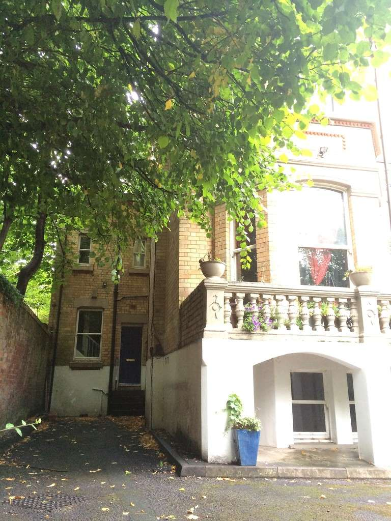 2 Bedrooms Flat for sale in Linnet Lane, Lark Lane