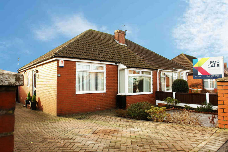 2 Bedrooms Semi Detached Bungalow for sale in 61 Carlton Way, Royton