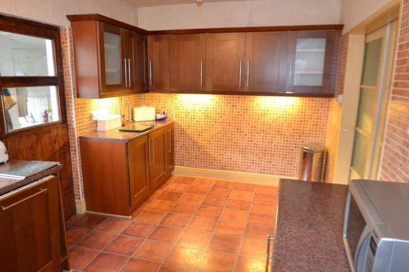 4 Bedrooms Flat for sale in Station Road, Conwy, North Wales