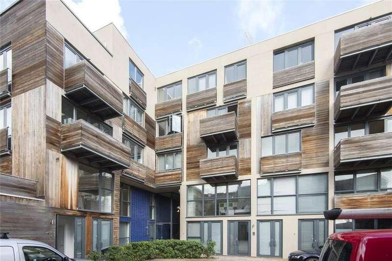 2 Bedrooms Flat for sale in Dalston Lane, Hackney, London, E8