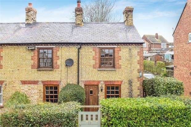 3 Bedrooms Cottage House for sale in Quainton Road, Waddesdon, Buckinghamshire. HP18 0LN