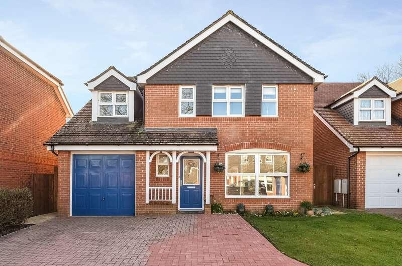 5 Bedrooms Detached House for sale in Dean Way, Storrington, RH20