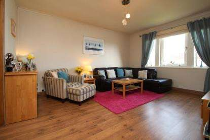 3 Bedrooms Flat for sale in Park Crescent, Stewarton