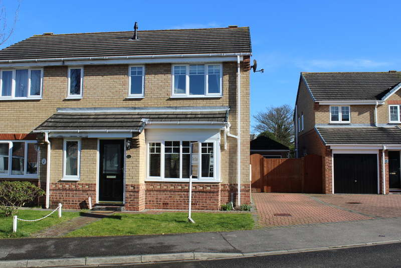 3 Bedrooms Semi Detached House for sale in Kirkby Avenue, Selby