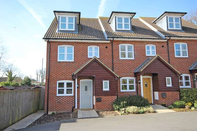3 Bedrooms Terraced House for sale in Old Milton Road, New Milton