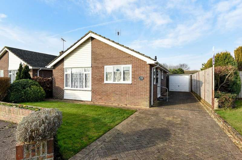 2 Bedrooms Detached Bungalow for sale in Andrew Avenue, Felpham, Bognor Regis, PO22