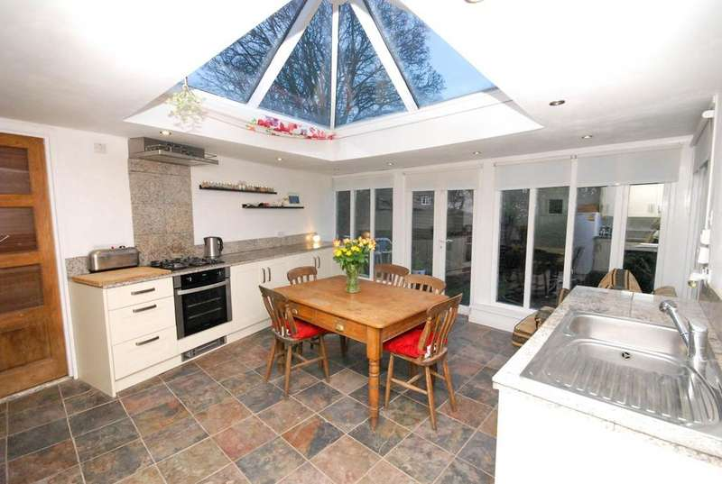 4 Bedrooms Bungalow for sale in The Fell Way, West Denton