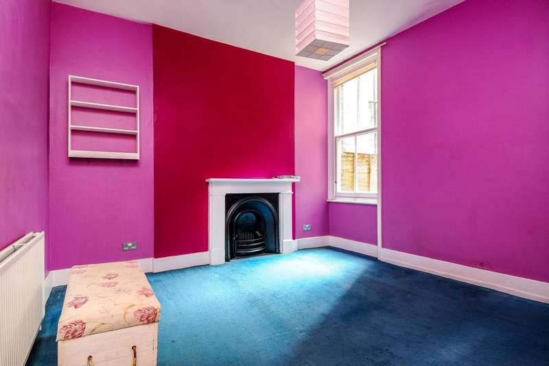 1 Bedroom Flat for sale in Crookham Road, Fulham, SW6