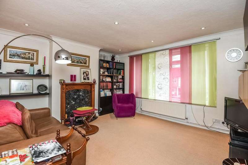 2 Bedrooms Maisonette Flat for sale in Chase Road, Southgate, N14
