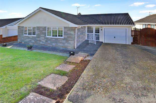 3 Bedrooms Detached Bungalow for sale in Longlands Drive, Heybrook Bay, Plymouth