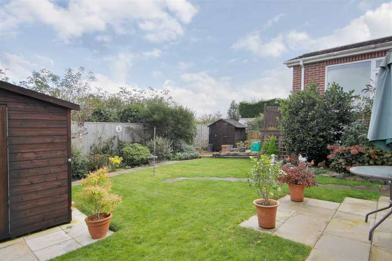4 Bedrooms Bungalow for sale in Alexander Road, Overton