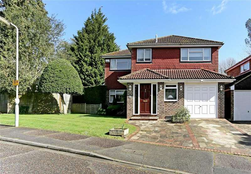 4 Bedrooms Detached House for sale in Knoll Crescent, Northwood, Middlesex, HA6