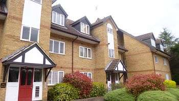 1 Bedroom Flat for sale in Rochester Drive, WD25
