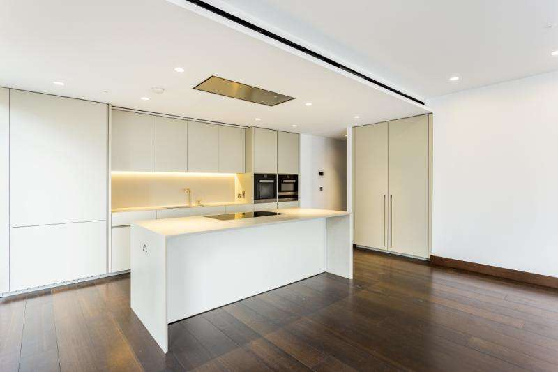 3 Bedrooms Apartment Flat for sale in Kings Gate, Victoria Street, London, SW1E