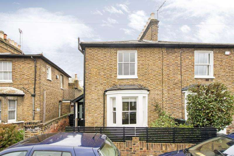 3 Bedrooms House for sale in Stanton Road, Barnes, London, SW13