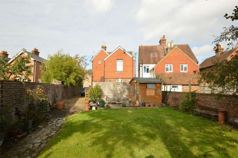 2 Bedrooms Maisonette Flat for sale in Petersfield Road, MIDHURST, West Sussex