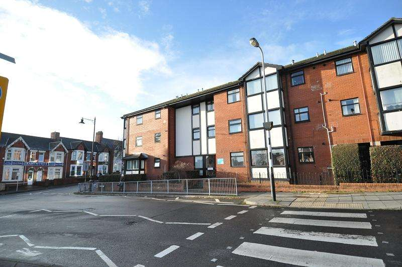 2 Bedrooms Flat for sale in 76 David Davis House, Wyndham Street, Barry, V Of G. CF64 4AL