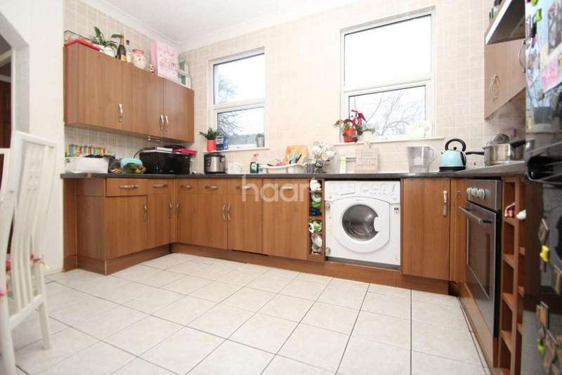 3 Bedrooms Terraced House for sale in Eve Road, London, E15