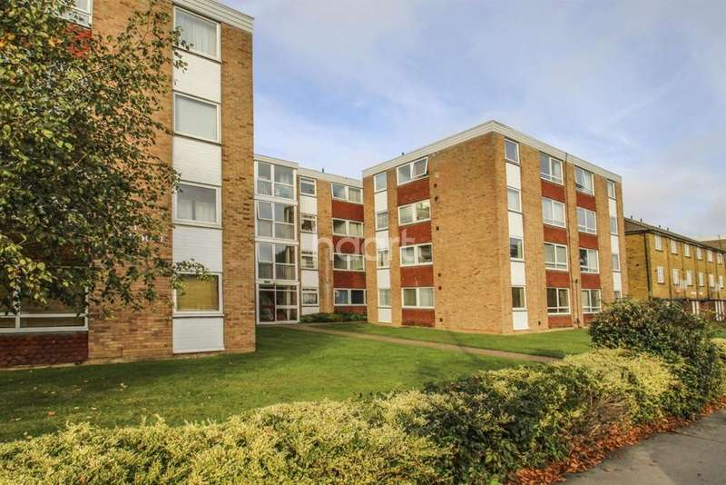 1 Bedroom Flat for sale in Kenley House, Ashburton Road, Croydon, CR0