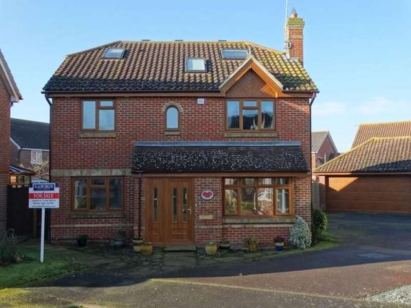 3 Bedrooms Detached House for sale in Marden, Kent