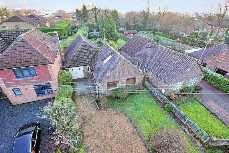 3 Bedrooms Detached Bungalow for sale in Oak Lane, Broadbridge Heath