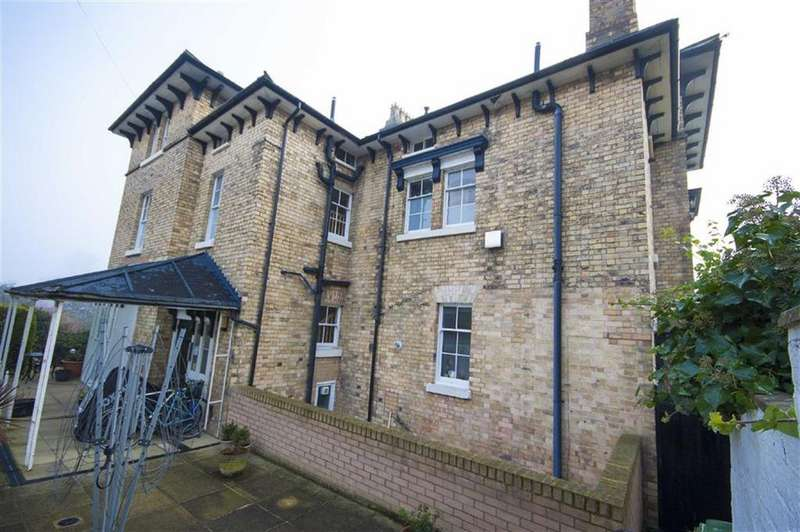 2 Bedrooms Flat for sale in Victoria Street, Castlefields, Shrewsbury, Shropshire