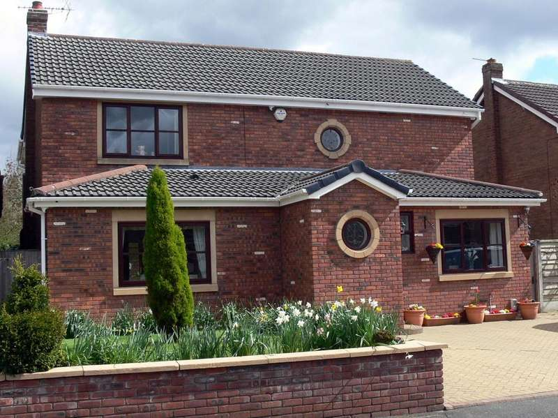 4 Bedrooms Detached House for sale in Betsyfield Drive, Croft, Warrington