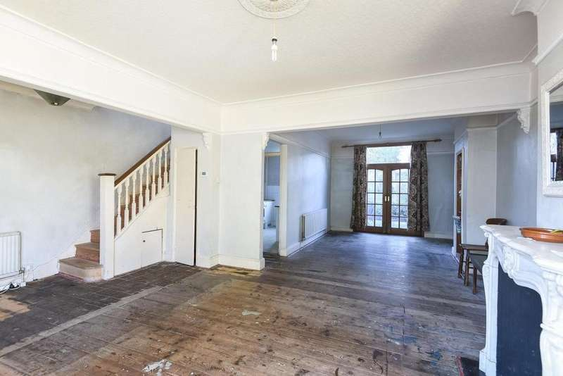 3 Bedrooms Terraced House for sale in The Limes Avenue, New Southgate, N11