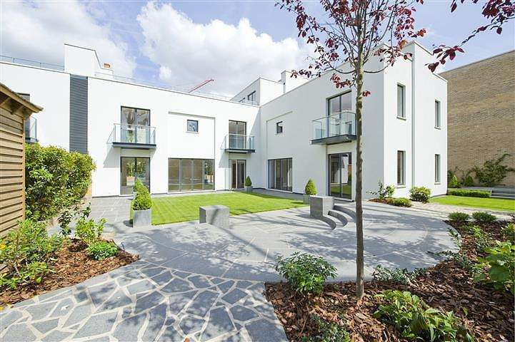 6 Bedrooms House for rent in Crown Yard, Fulham, London, SW6