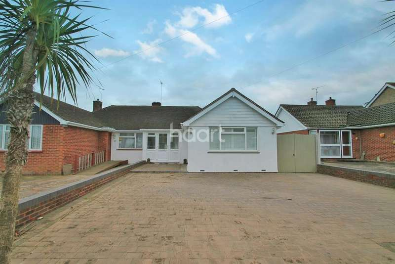 3 Bedrooms Bungalow for sale in Pinewood Avenue, Leigh-On-Sea