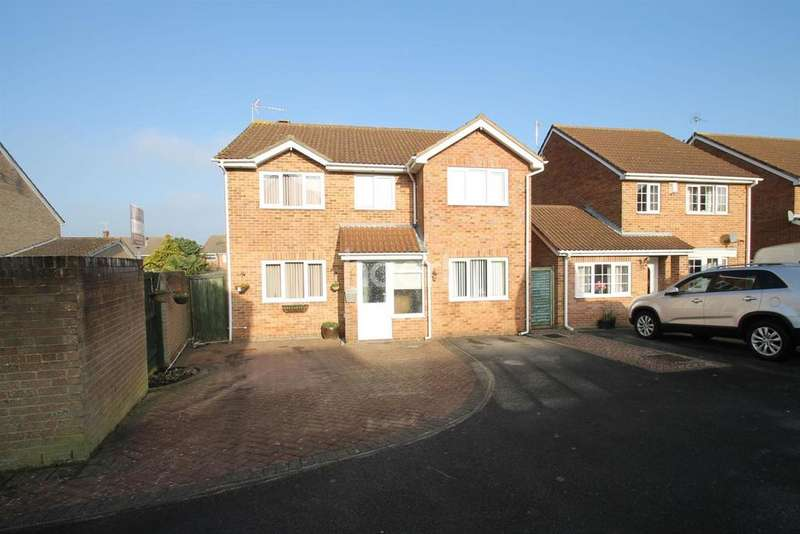 4 Bedrooms Detached House for sale in Lower Stratton