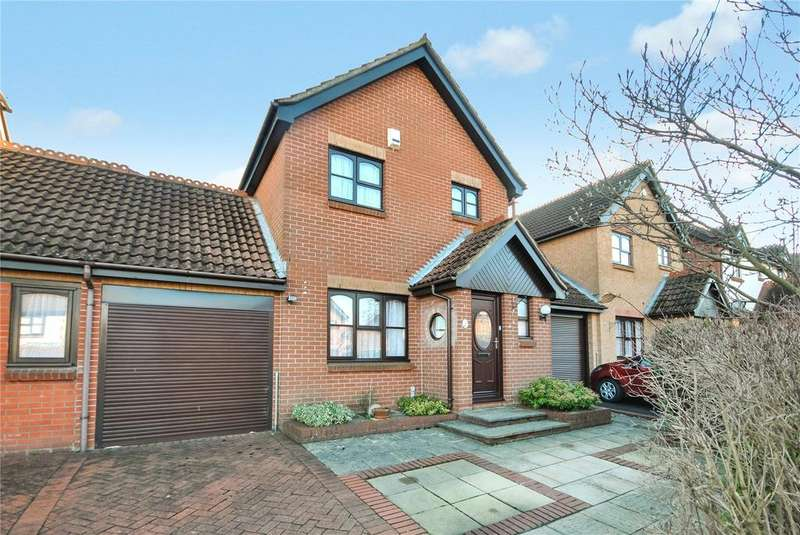 3 Bedrooms House for sale in Spicer Way, Chard, Somerset, TA20