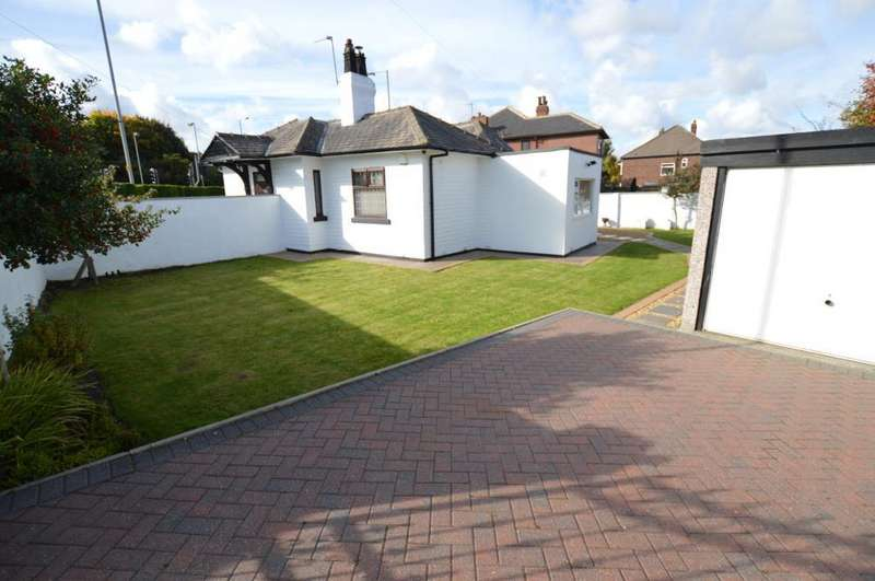 2 Bedrooms Detached Bungalow for sale in Selby Road, Leeds