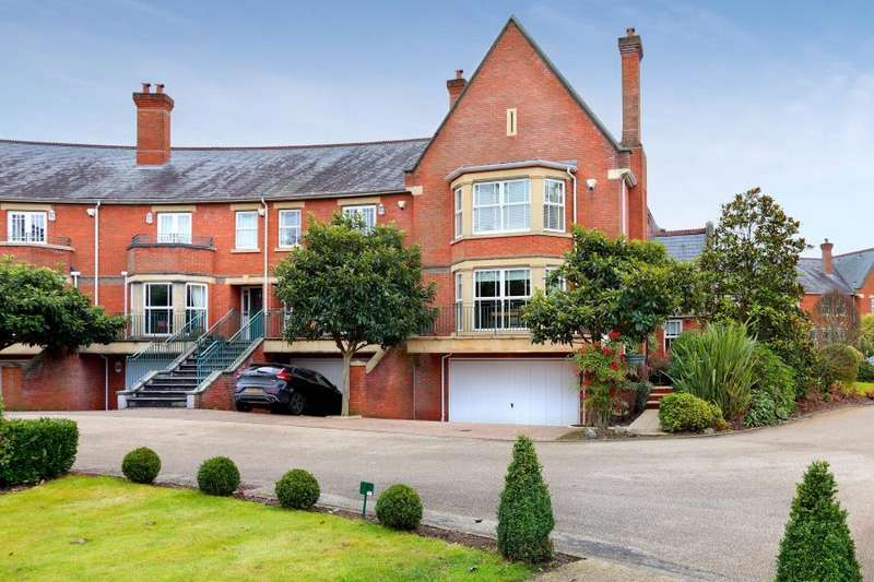5 Bedrooms Town House for sale in St Anns Park, Virginia Water