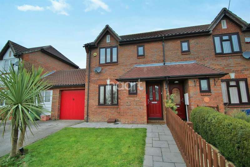 3 Bedrooms Semi Detached House for sale in Downs Grove, Basildon